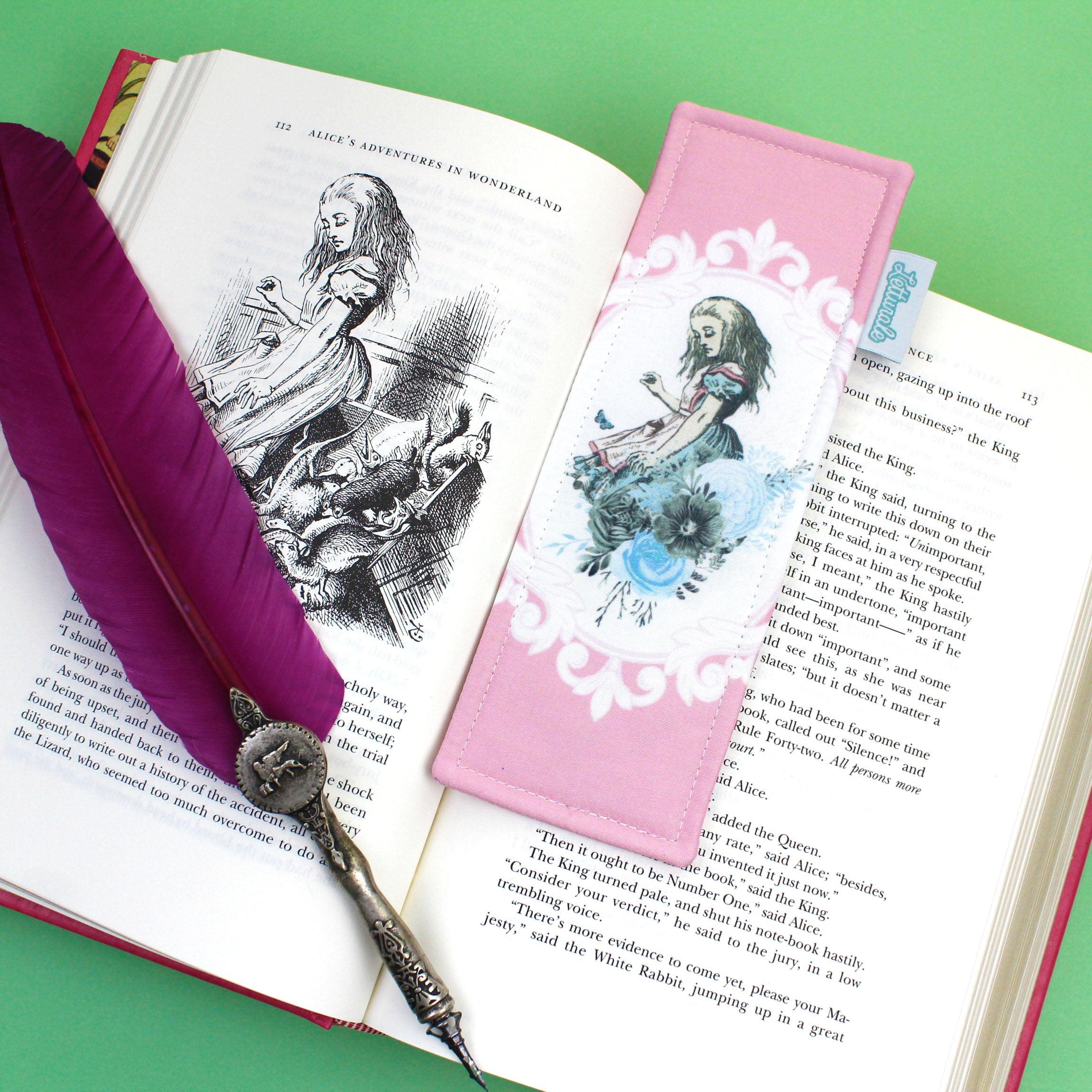 Marcador de páginas Alice's Adventures In Wonderland - PRONTA-ENTREGA